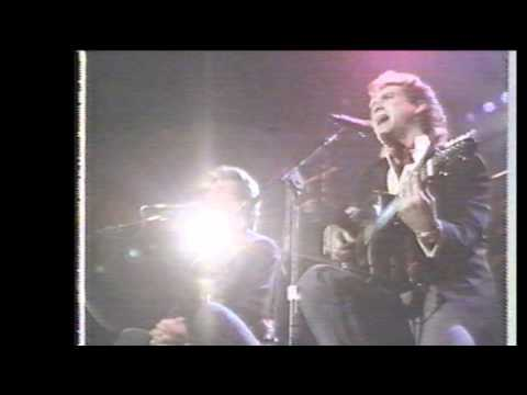 PATRICK SWAYZE and LARRY GATLIN perform LOVE HURTS.wmv