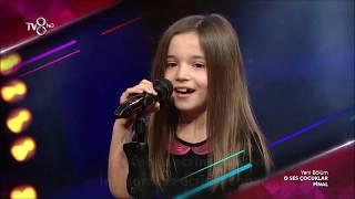 O Ses Çocuklar Yarışması FİNAL Performansı Hadise nin Prenses Parçası İle Ecrin Su Çoban
