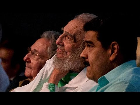 Fidel Castro makes rare public appearance for 90th birthday gala