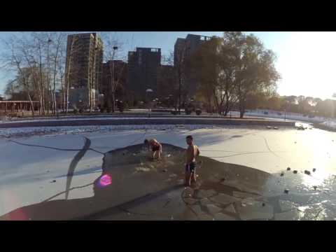 Jumping in an ice lake in Beijing 跳冰湖里