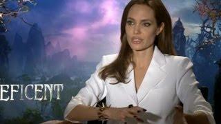 Анджелина Джоли возвращается на большой экран в роли колдуньи Малефисенты http://9kommentariev.ru/