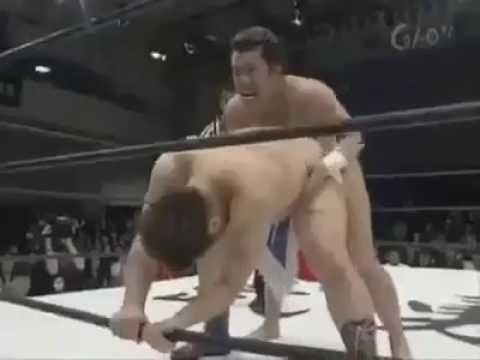 Kocak di Jepang Ada SmackDown Khusus Kaum Homo