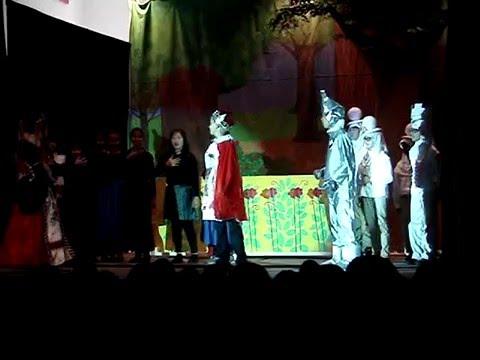 """The Heartless Executioner"" - Dorothy in Wonderland - December 2015 - Dingeman Elementary School"