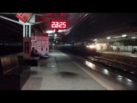 Pune Indore 22943 Blasting Race In Rain ☔