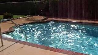 7.2 QUAKE VIOLENTLY SHAKES WATER OUT OF POOL, BRAWLEY, CA (USA), 04-10-10.
