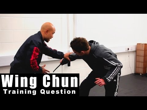 Wing Chun training - wing chun weapon how to defending throat cut Q92