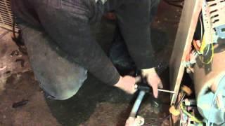 Ремонт стиральной машины Zanussi(замена подшипника на стиральной машине Zanussi, разборка и сборка стиральной машины., 2014-03-21T09:13:20.000Z)