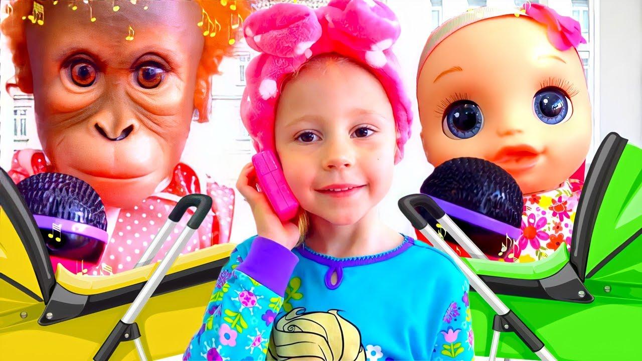 Nastya sebagai seorang ibu merawat boneka bayinya