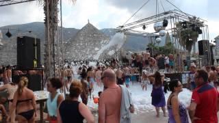 Star Beach - пенная дискотека / пенная вечеринка(Star Beach Village - современный отель, на побережье острова Крит. Здесь отличный пляж и постоянно проходят пенные..., 2013-06-30T13:31:24.000Z)