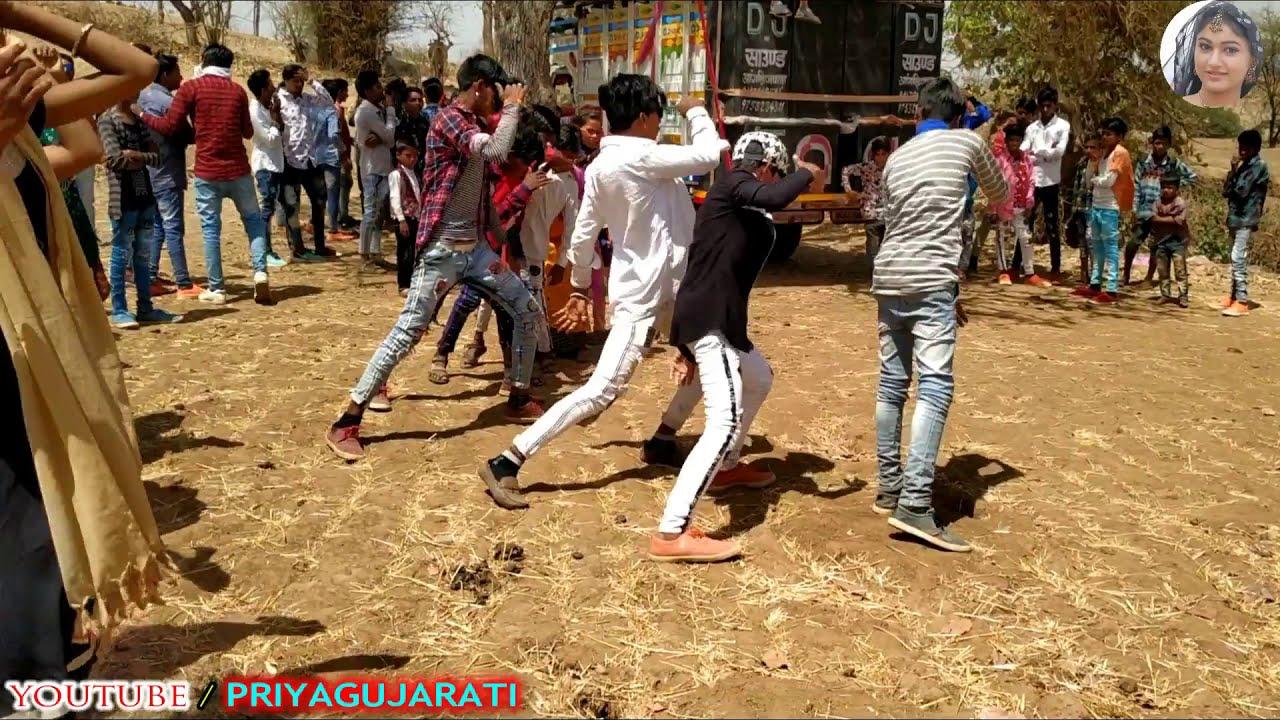 Download बदलावों जमानों // Suresh Rawat nice song// adivasi Gujarati Timli Dance