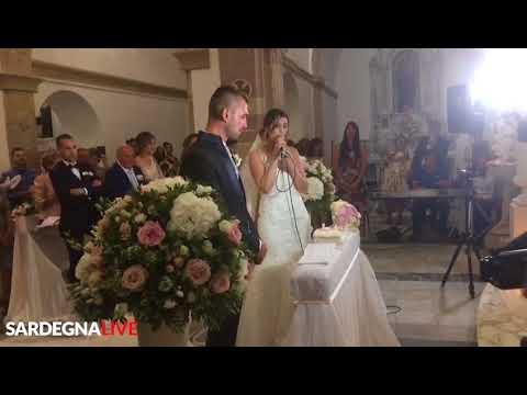 """La sposa canta """"S'Aneddu"""" dopo aver pronunciato il suo """"SI"""""""