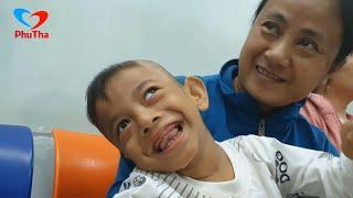 Trao tiền phẩu thuật chân đến gia đình bé Cao Phương Hiển 7 tuổi bại não, chân khoèo - PhuTha