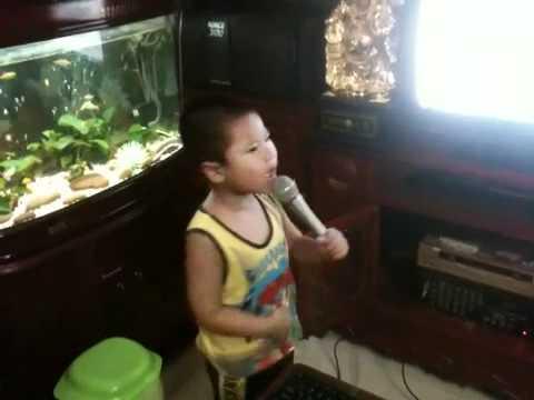Ca Sy 4 tuoi hat Bac Trang tinh doi