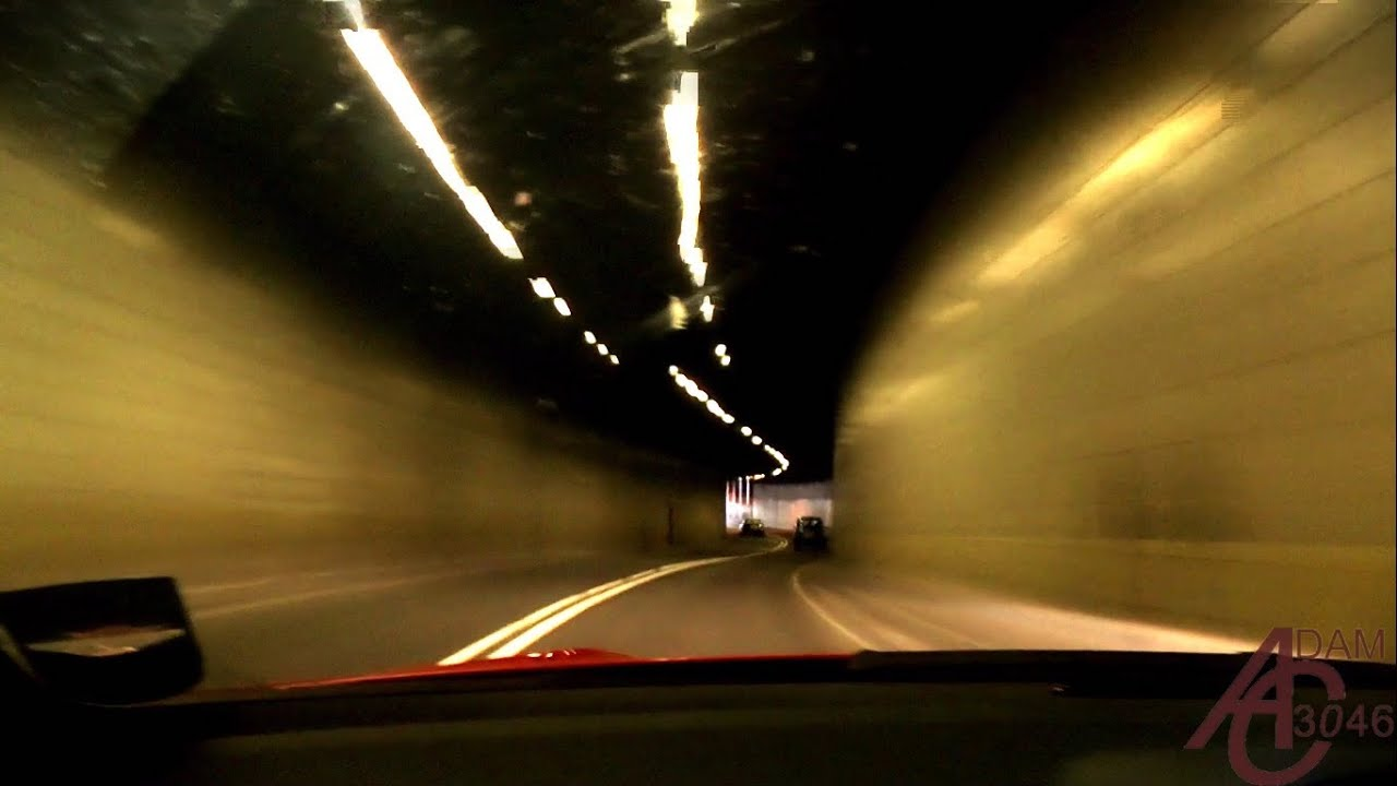 Mercedes C63 AMG ride around London (tunnel blasts and accelerations) [HD]