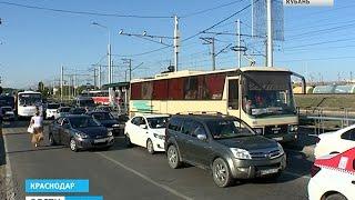 На выездах из Краснодара – огромные автомобильные пробки