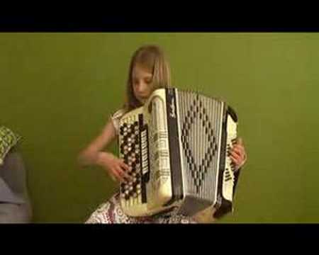 Vilma plays Beautiful Days by Pietro Deiro on accordion. Vals på dragspel. Fisarmonica.