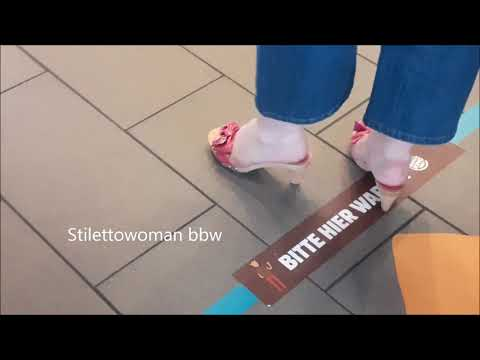 Wooden Mules @ Burger King - in Fastfood with Klassik Pantoletten, Stilettowwoman bbw