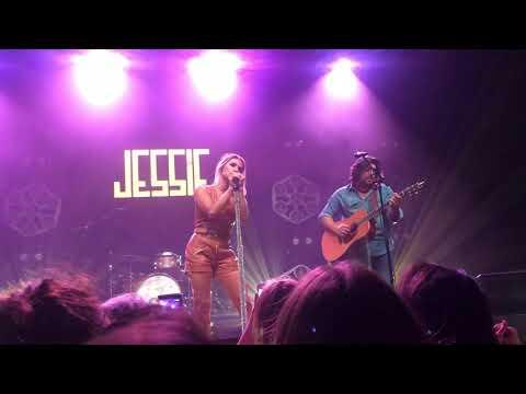 """Jessie James Decker, """"Shallow"""" Chicago 5-3-2019"""