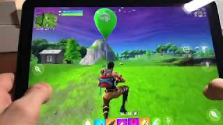 Winning a Game of Fortnite with the *NEW* iPad Pro 2018! (60fps Fortnite mobile gameplay)