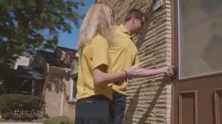 Aaron Rodgers surprises Annie and an entire neighborhood! - (15 sec)  itsAaron.com