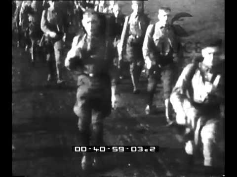 La caratteristica marcia dello zaino affardellato compiuta da 5000 soldati del Reich.