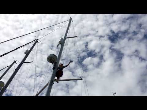 How to climb the mast of a sailboat the professional way ✔