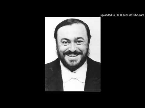 Pavarotti sings