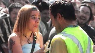 Mujer reacciona a acoso callejero