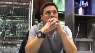 Arrow Interview: John Barrowman on Malcolm's Reunion with Oliver Thumbnail
