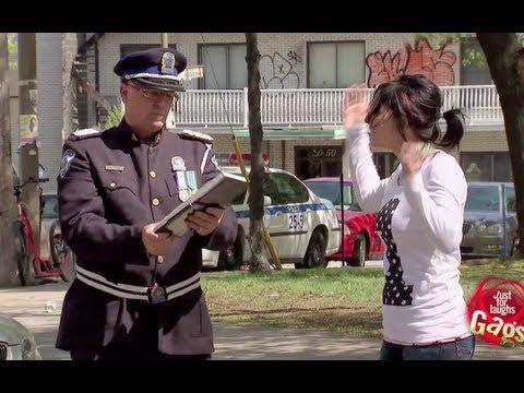 شرطي عريس يخالف الناس في حفل زفافه