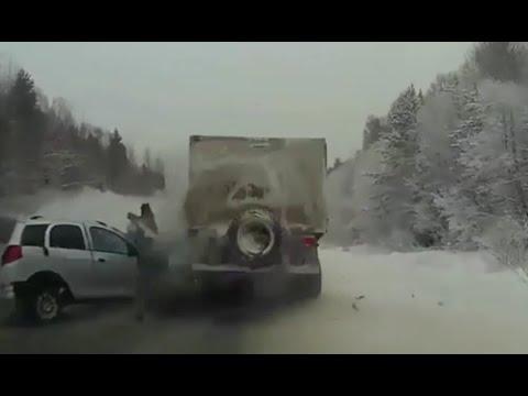 Wypadki samochodowe w Rosji - zima na drogach