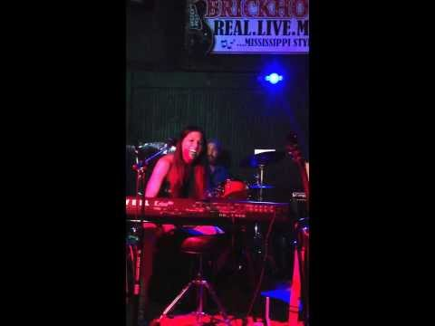 """Amy Lott performs """"Hey"""" in Meridian, Mississippi"""