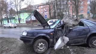ДТП. Бетонный столб на крыше автомобиля в Василькове.