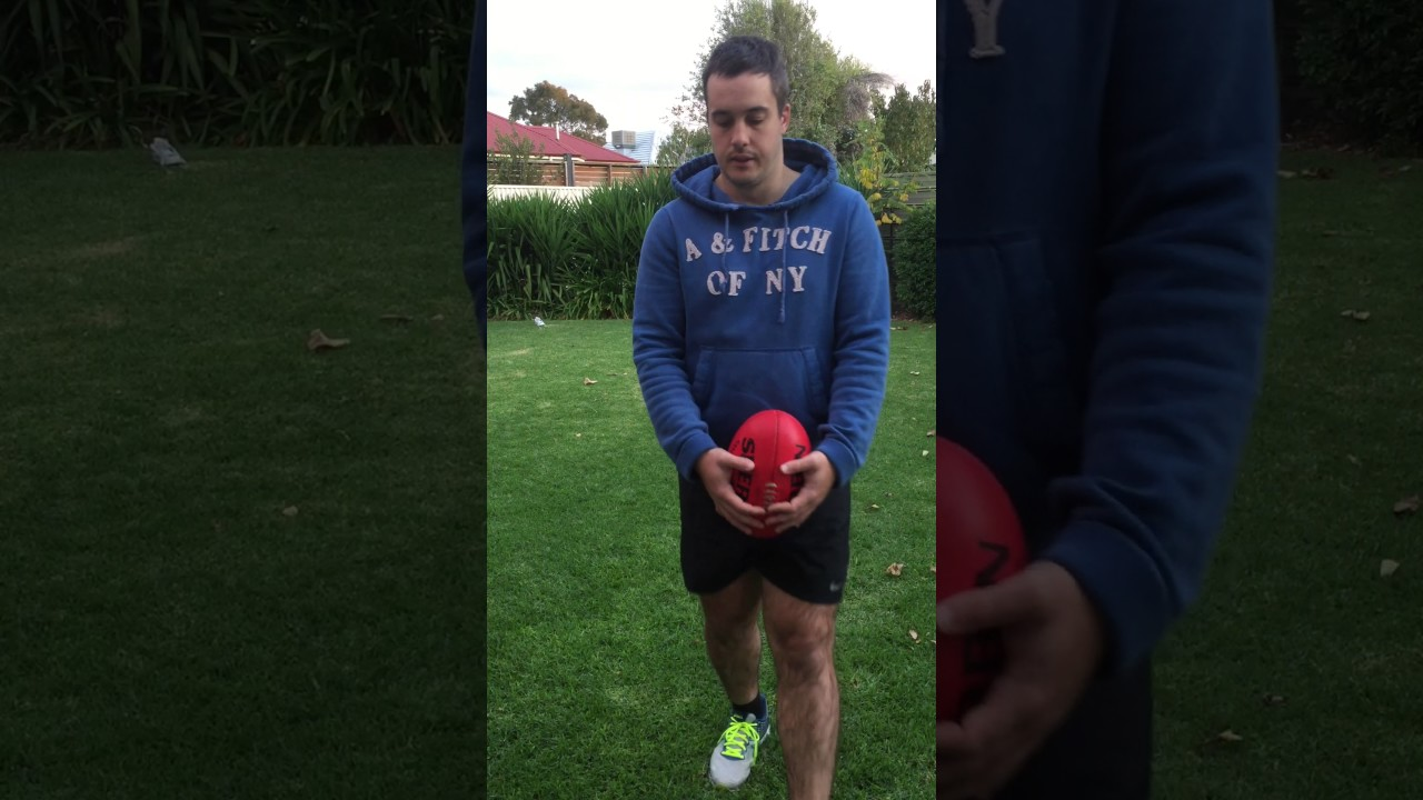 How to Kick a Good Drop Punt in Football foto