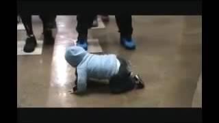 Малыши танцуют брейк данс   Прикольные детские танцы