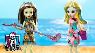 Looking for Treasure with the Monster High Ghouls   Spring Into Action   Monster High