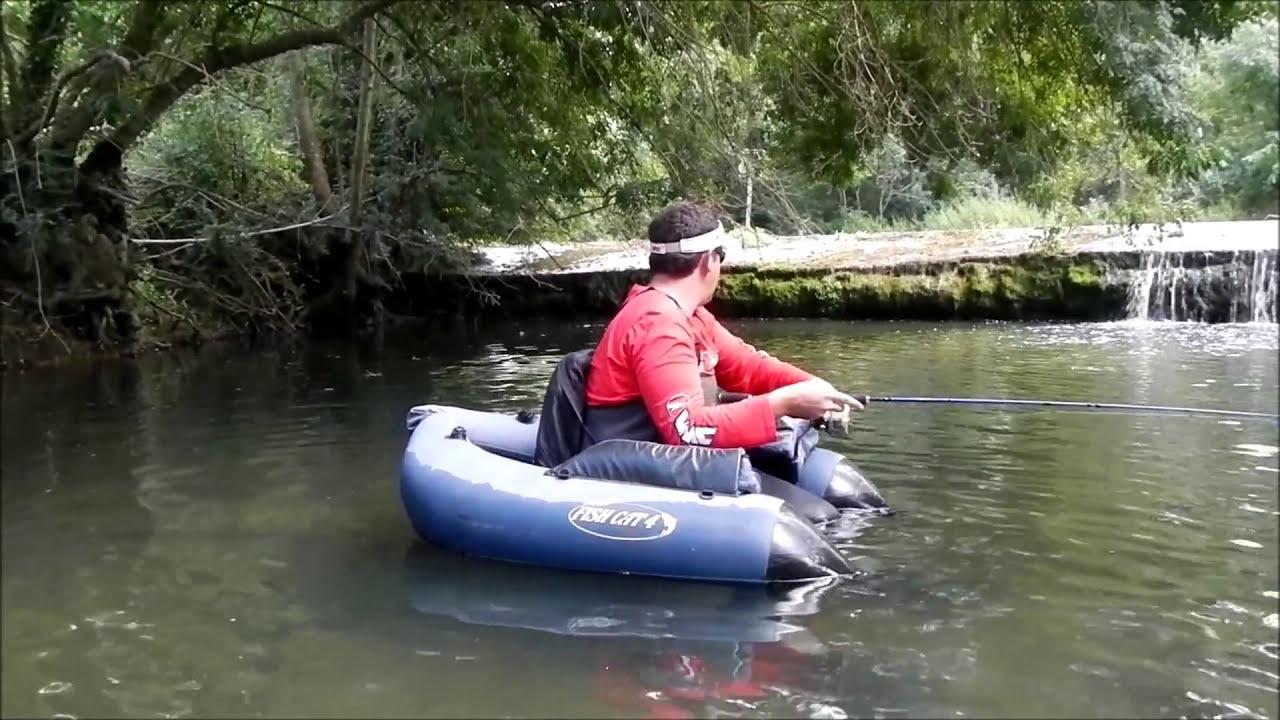 Le lac rond le domaine de Moscou la pêche