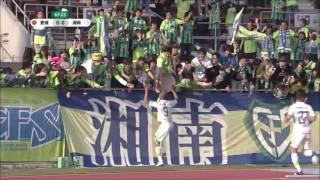 右からの低いクロスにゴール前のジネイがダイレクトで合わせて、湘南が...