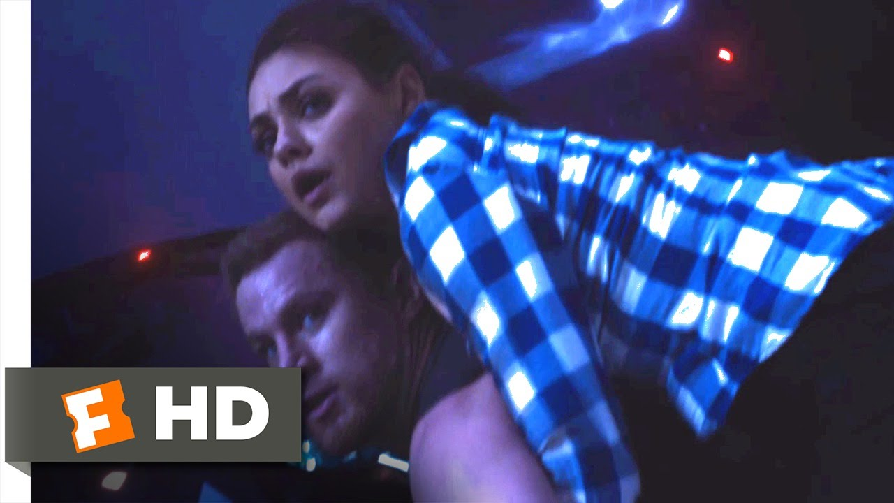 Download Jupiter Ascending (2015) - Spaceship Chase Through Chicago Scene (2/10) | Movieclips