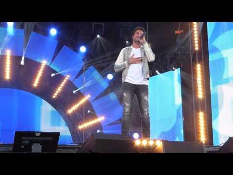 AMIR Live 'j'ai cherché ' à Issy les moulineaux RFM MUSIC SHOW