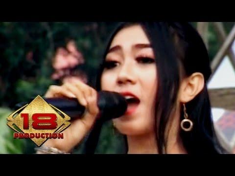 Artis Cantik Dari Jawa Timur ...  Cinta Gila (Live Konser Jawa Timur 19 Maret 2016)
