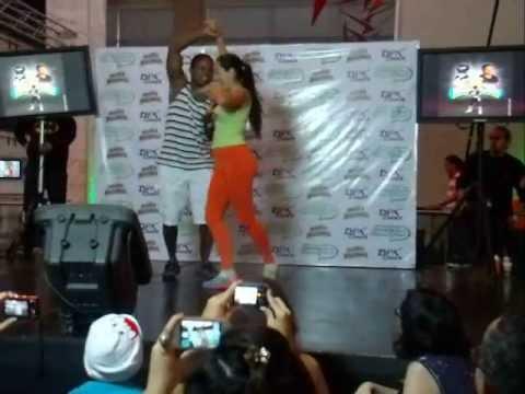 El Power Ranger Negro original, Walter Jones Bailando salsa en la Caracas Comic Con 2013