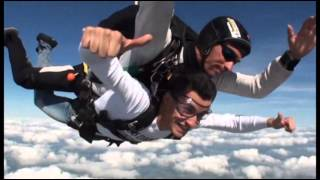 Mike & Clyde (Saut en parachute)