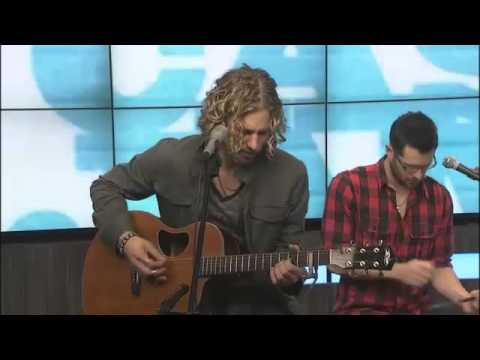 """Casey James Performs """"Crying On A Suitcase"""""""