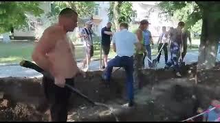 В Ростове на Дону местный кандидат от КПРФ закапывает заживо людей