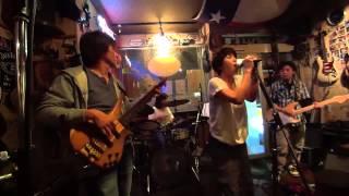 6/14(土)のクレイジーフォースで行われたライブ。4組目の「G☆ROPP」です。