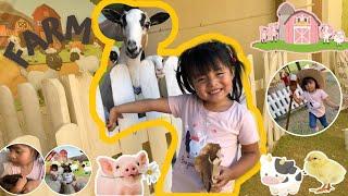 ✿ Heidy Feeds Animals On The Farm / Heidy Alimenta Animales En La Granja