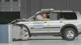 2001 Mitsubishi Montero Sport moderate overlap IIHS crash test