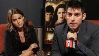 Twilight - New Moon Director Chris Weitz & Nikki Reed
