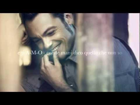 HAI DELLE ISOLE NEGLI OCCHI - TIZIANO FERRO (testo sync)